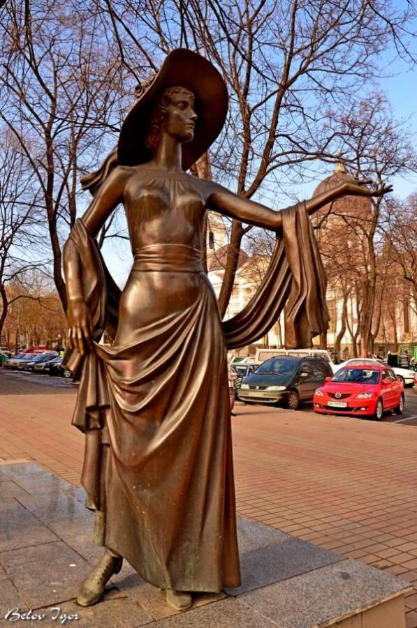 Памятник Вере Холодной Одесса