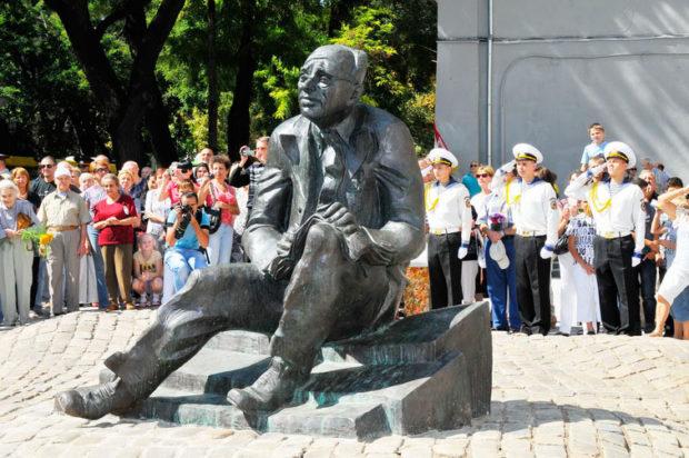 Памятник Бабелю Одесса