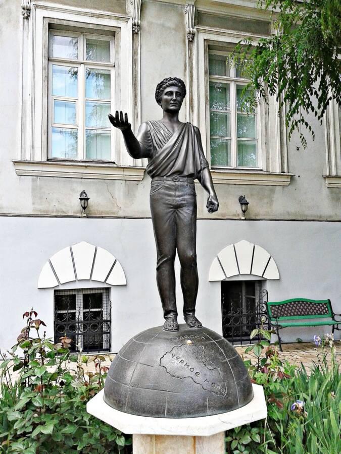 Памятник Джинсовому Дюку