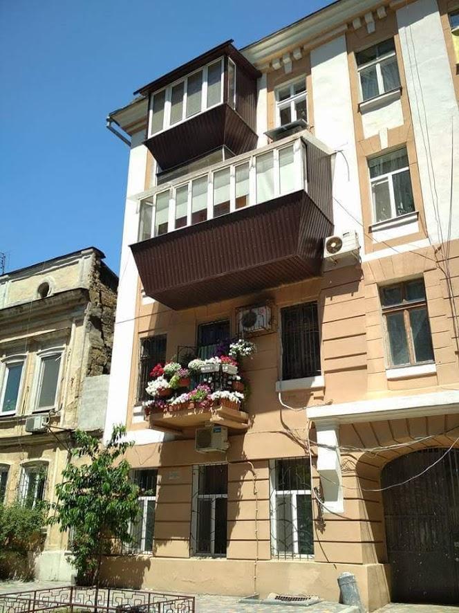 Одесские балконы, жуткие и беспощадные