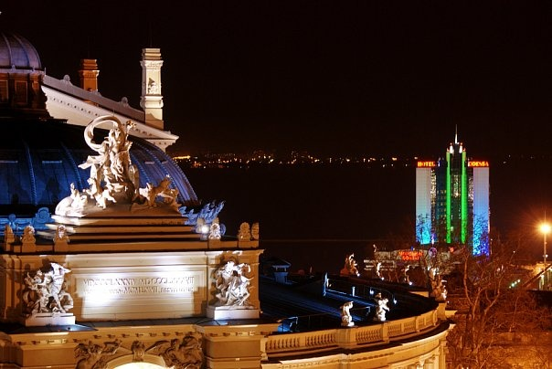 Вид с крыши Оперного театра ночью, Одесса