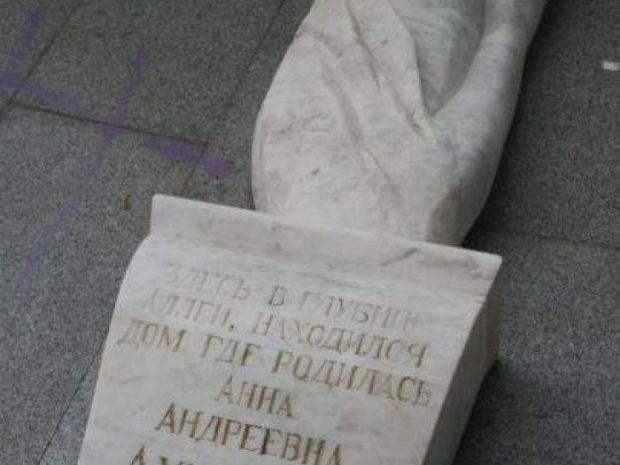 Барельеф Ахматовой в Одессе