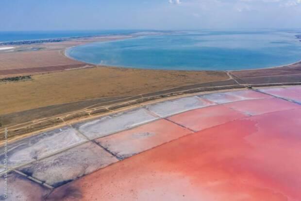 Арабатская стрелка: Розовое озеро